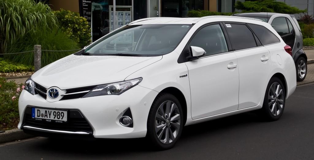 Toyota Auris Renk Seçenkleri