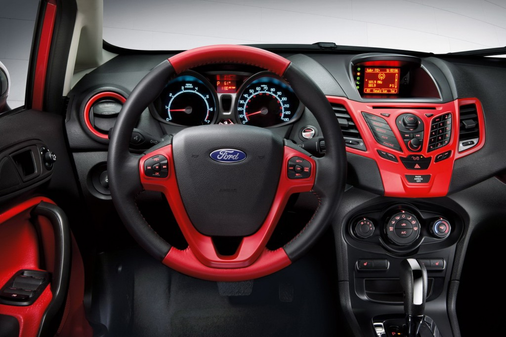 Ford Focus Red-Black Edition İç Tasarım