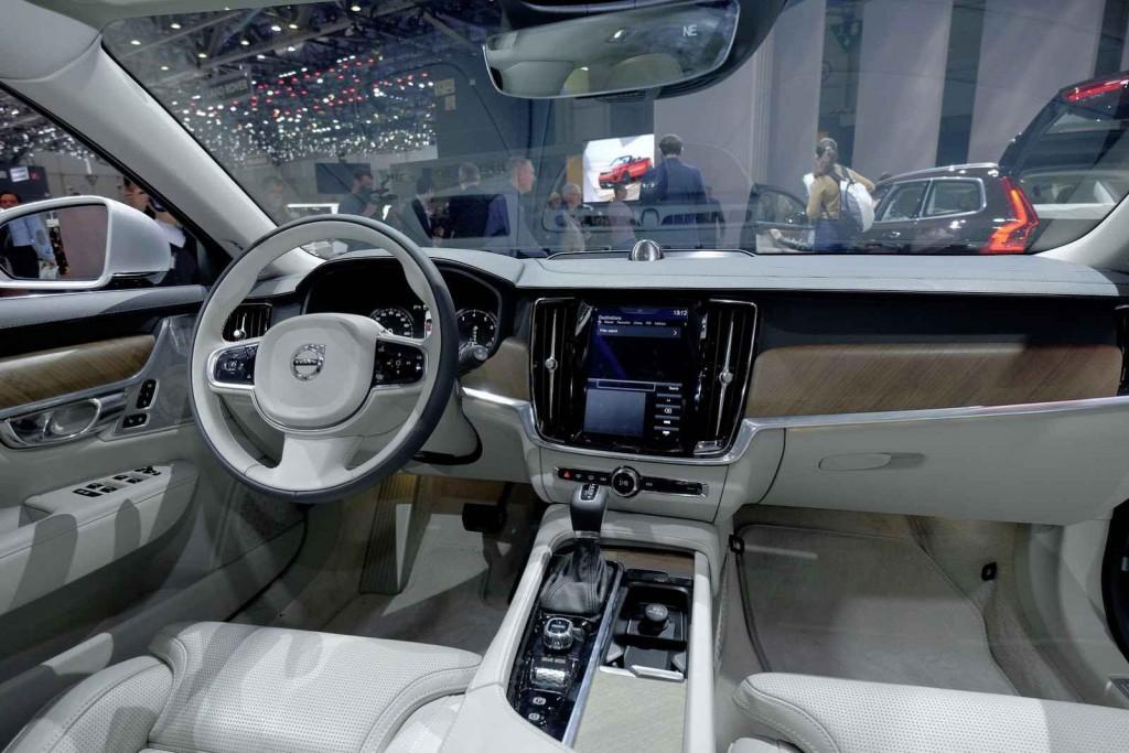 2017 Volvo V90 İç Tasarım