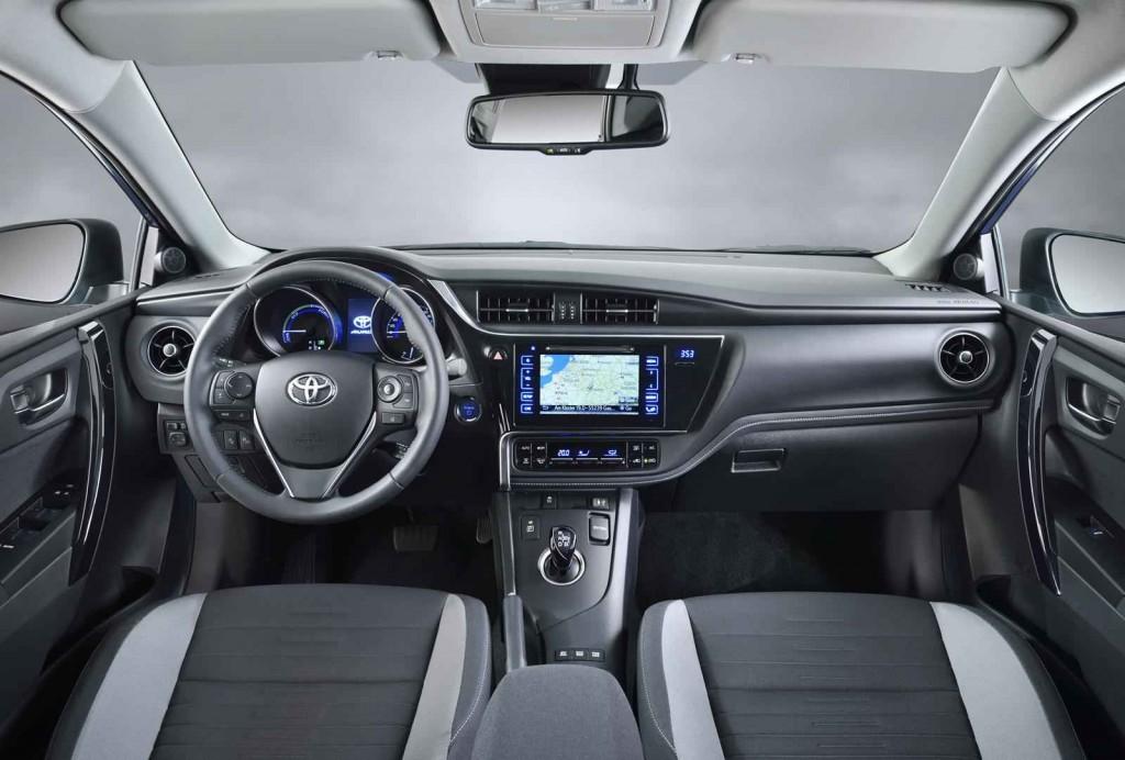 2015 Toyota Auris İç Tasarım