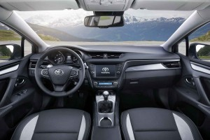 2016 Toyota Avensis İç Tasarım