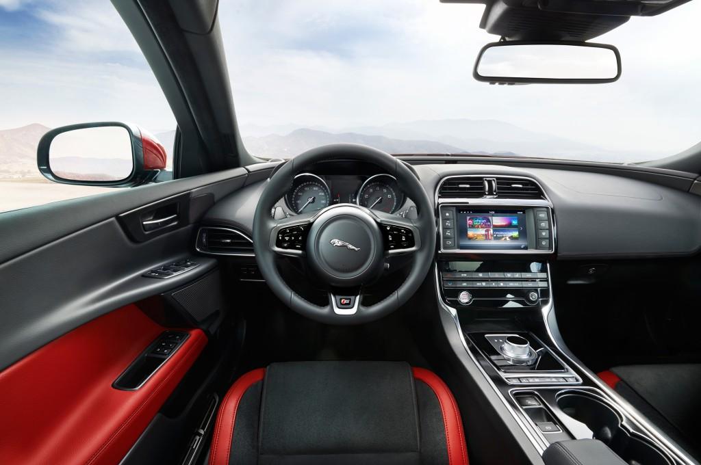 2016 Jaguar XE İç Tasarım